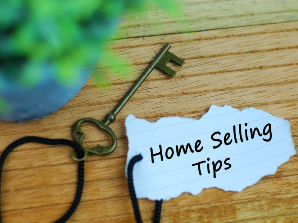 house key with home selling tips label